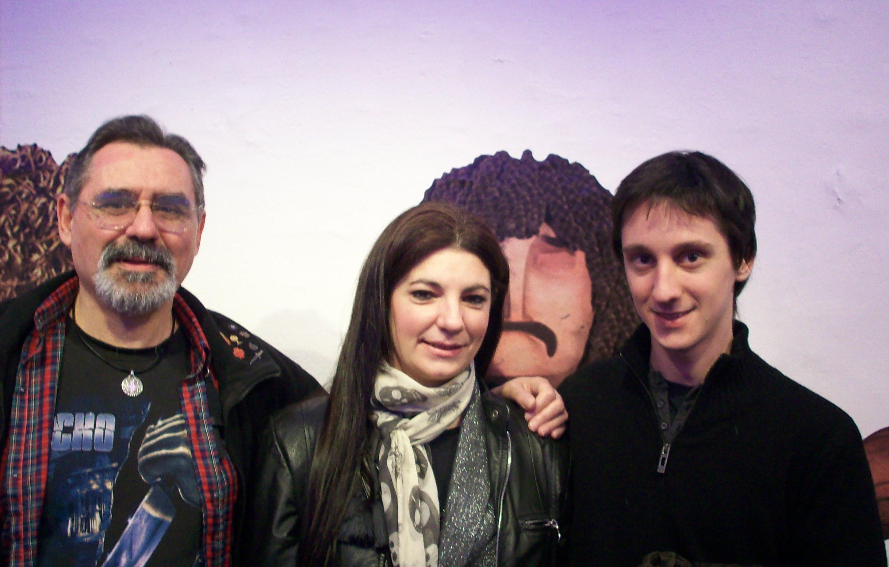 Con mi secretaría, Mariláu Sánchez, y mi productor (Nico, de ZEPfilms), los tres custodiados por el Beto y el Loco, estrellas de Metegol.